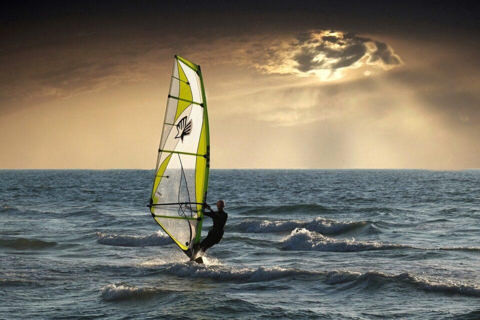 Corso di navigazione 7 di 14 | La tavola a vela